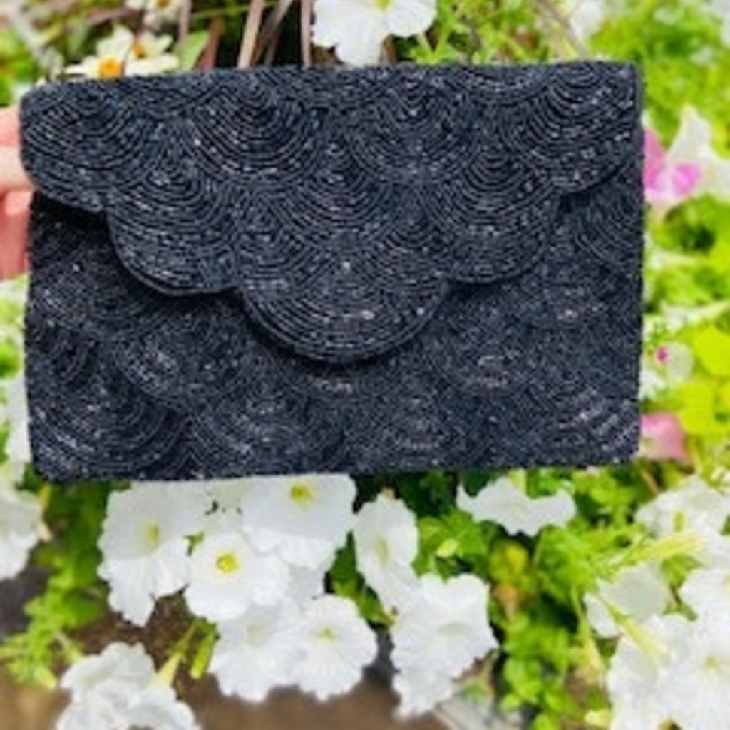 lac-ss-412/bk Black Scalloped Clutch