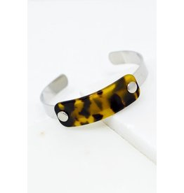 """Size: 2.5"""" Diameter Tortoise Plate: 0.5"""" X 2"""" Thin Silver Band With Tortoise Plate Cuff Bracelet - Color: Silver"""