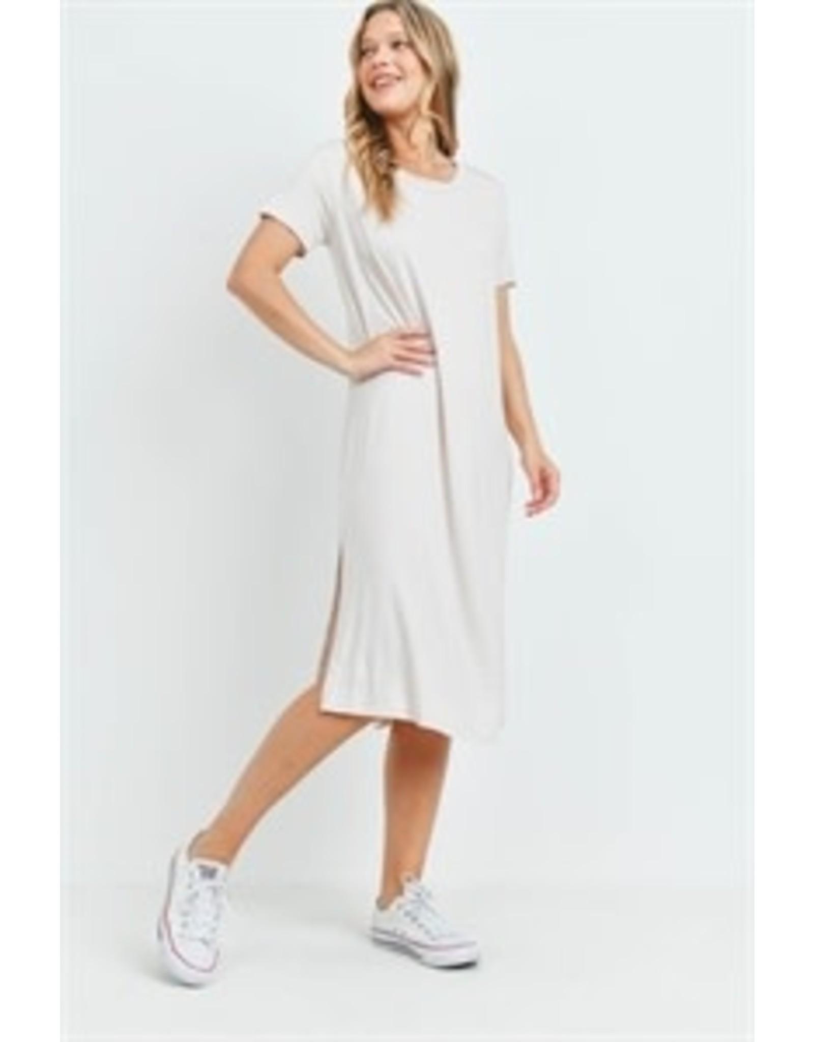 Short sleeve round neck slit side knee-length shift dress