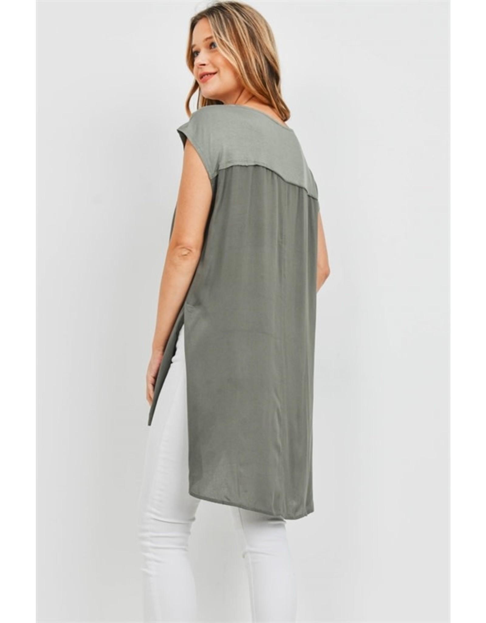 Short sleeve scoop neck splice detail high-low top
