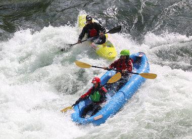 Viajes grupales inflables en kayak