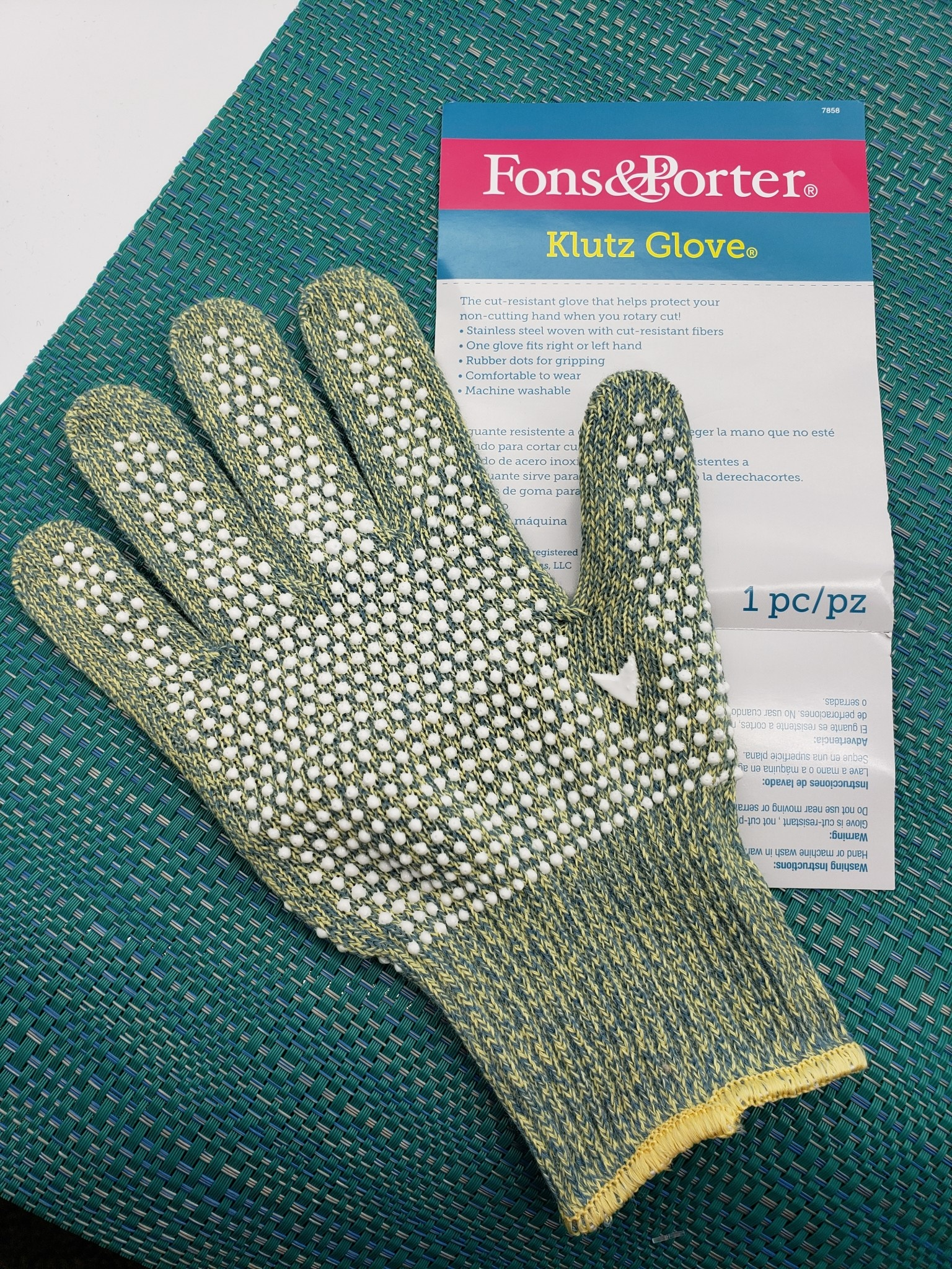 FONS & PORTER KLUTZ GLOVE (SAFE ROTARY CUTTING) MEDIUM