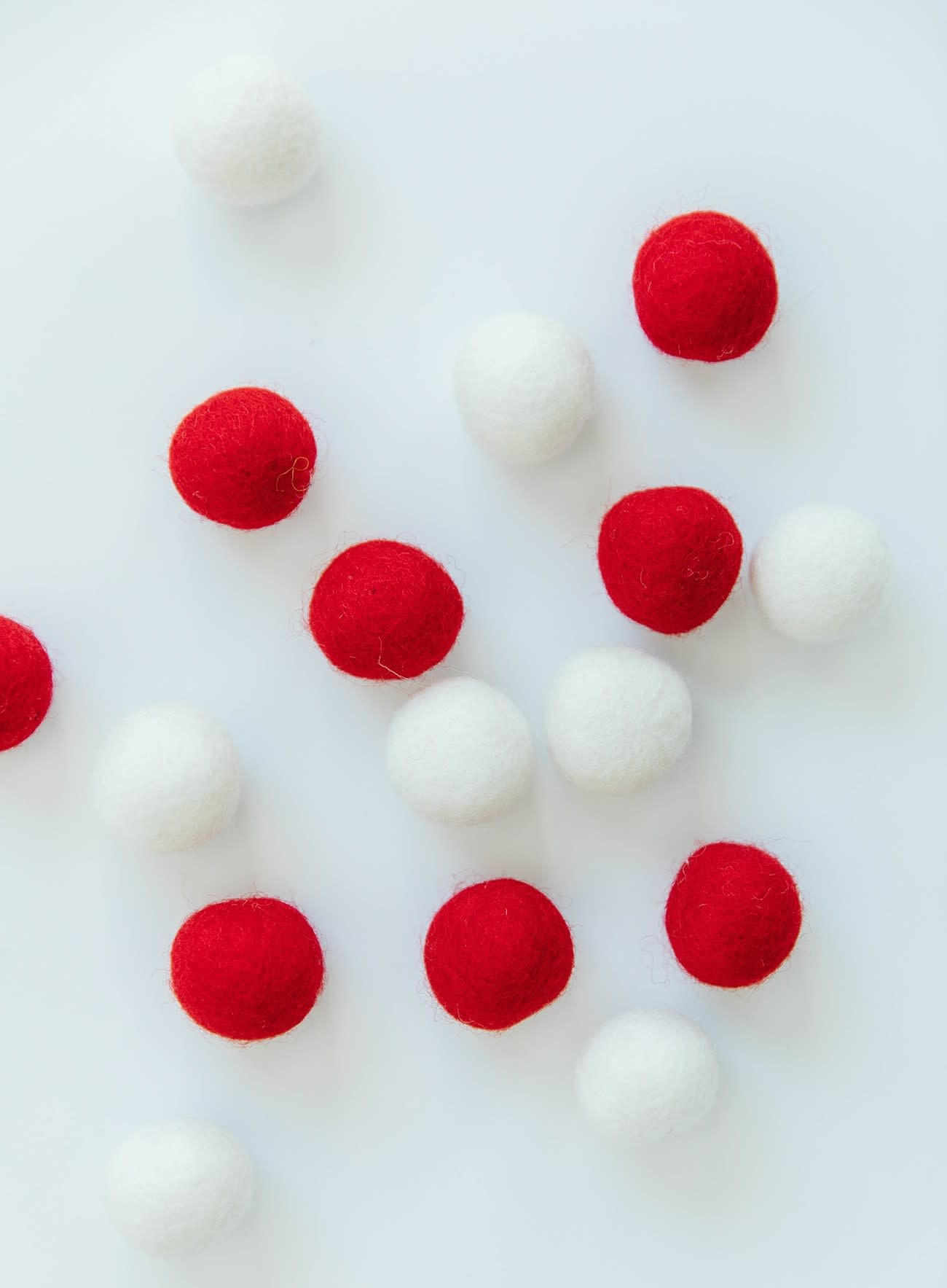KIMBERBELL DESIGNS Wool Felt Balls, Red & White, set of 16