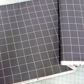 FREE SPIRIT Design Wall Grey Flannel Grid 1.8m x 1.15m package