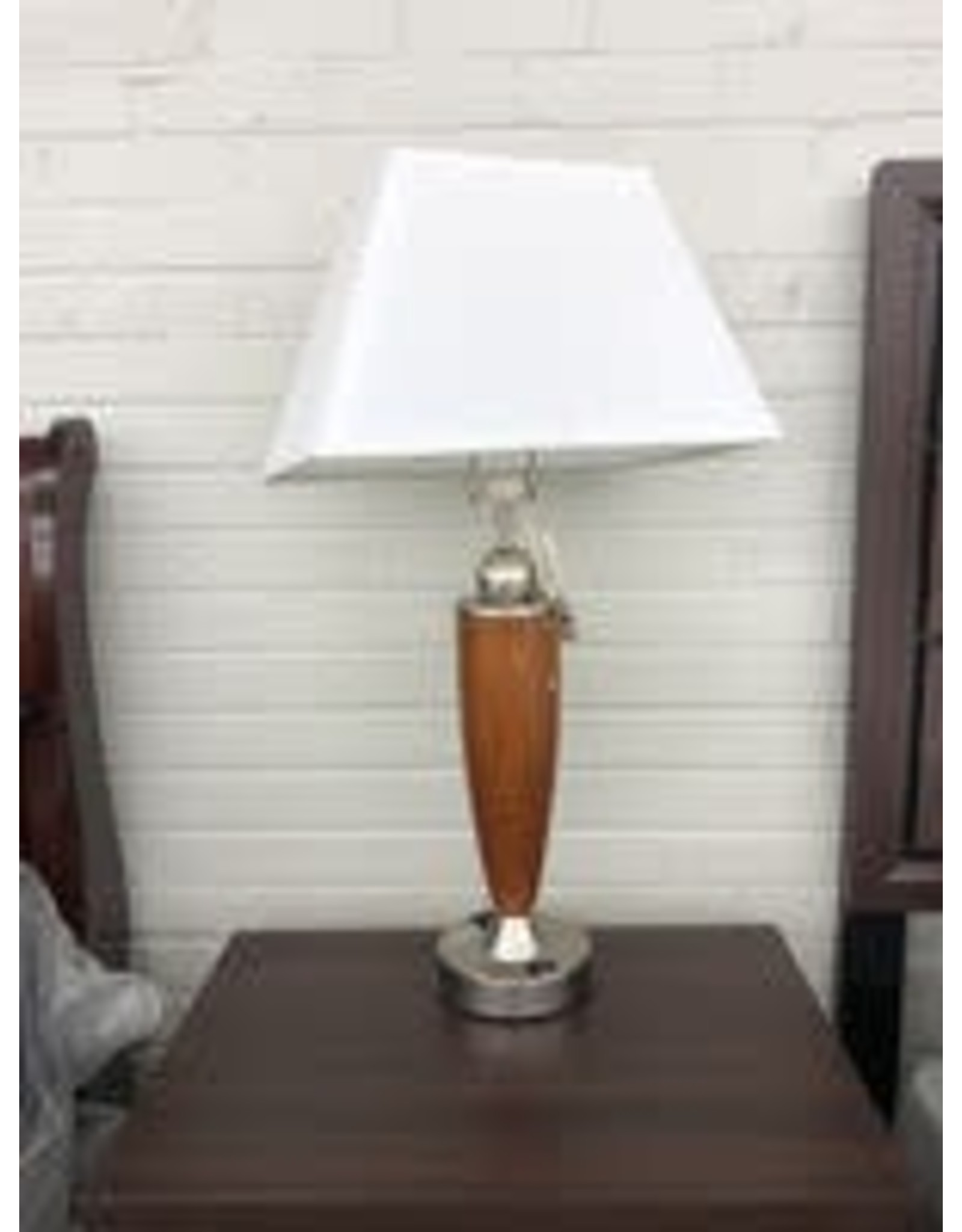 Hilton Garden Inn - Albuquerque HI Lamp TBL wood