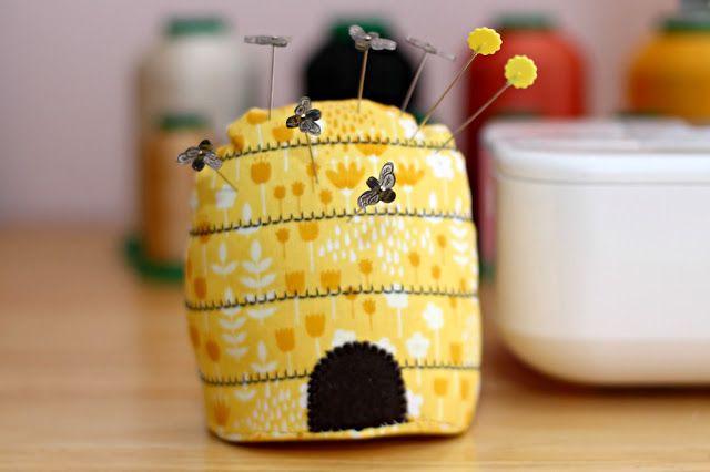 La Pelote à Épingles Ruche D'abeilles