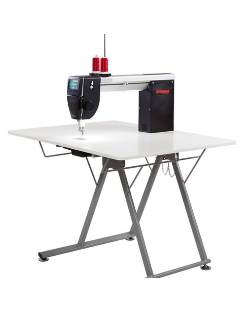Bernina Bernina Q20 with folding table for quilting