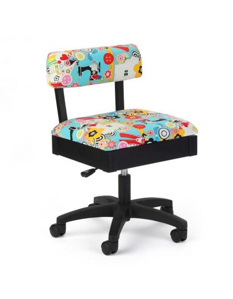 Arrow Chaise noir à motif d'articles de couture fond bleu pale