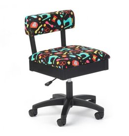 Arrow Chaise noir a motif d'articles de couture fond noir
