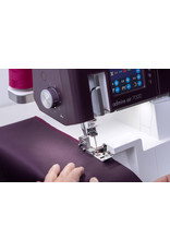 Pfaff Pfaff serger combined with coverstitch Admire 7000 air-threading