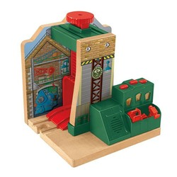 Thomas & Friends Wooden Railway - Steamworks Lift & Repair
