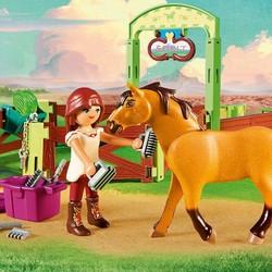 Spirit - Lucky & Spirit Horse Box