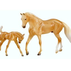 Breyer Classic Horse & Foal - Palomino Quarter Horse and Foal