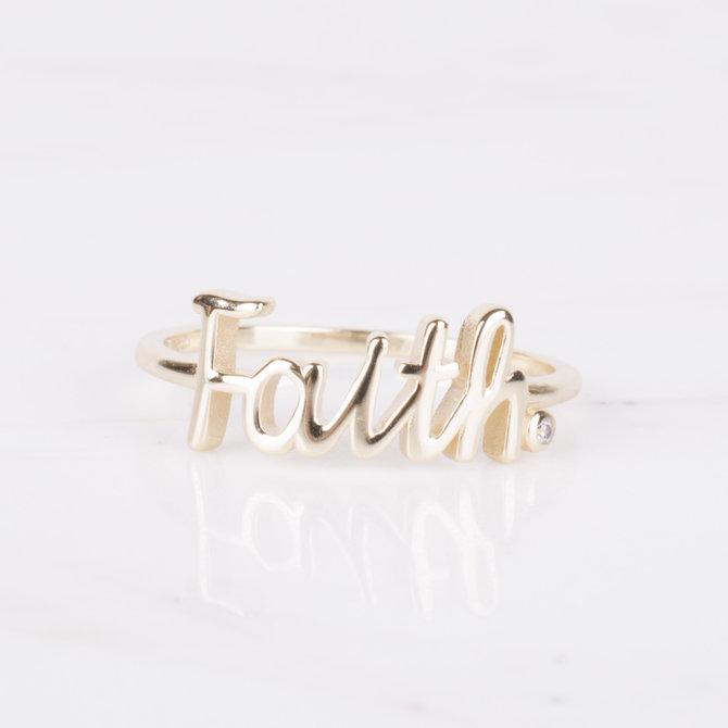 19-02327 ANILLO FAITH EN DORADO TALLA 7