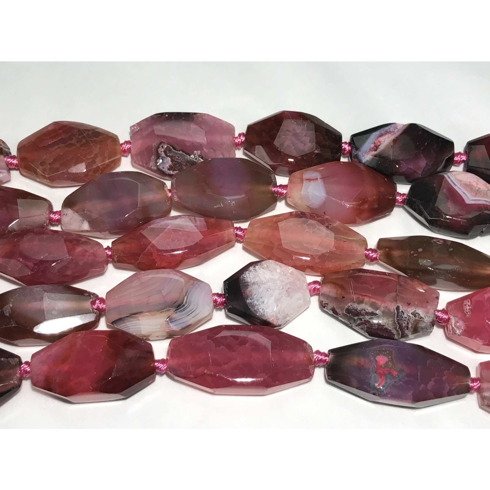 AGATE Faceted Dyed Pink 30 - 52mm 1/2 Strand