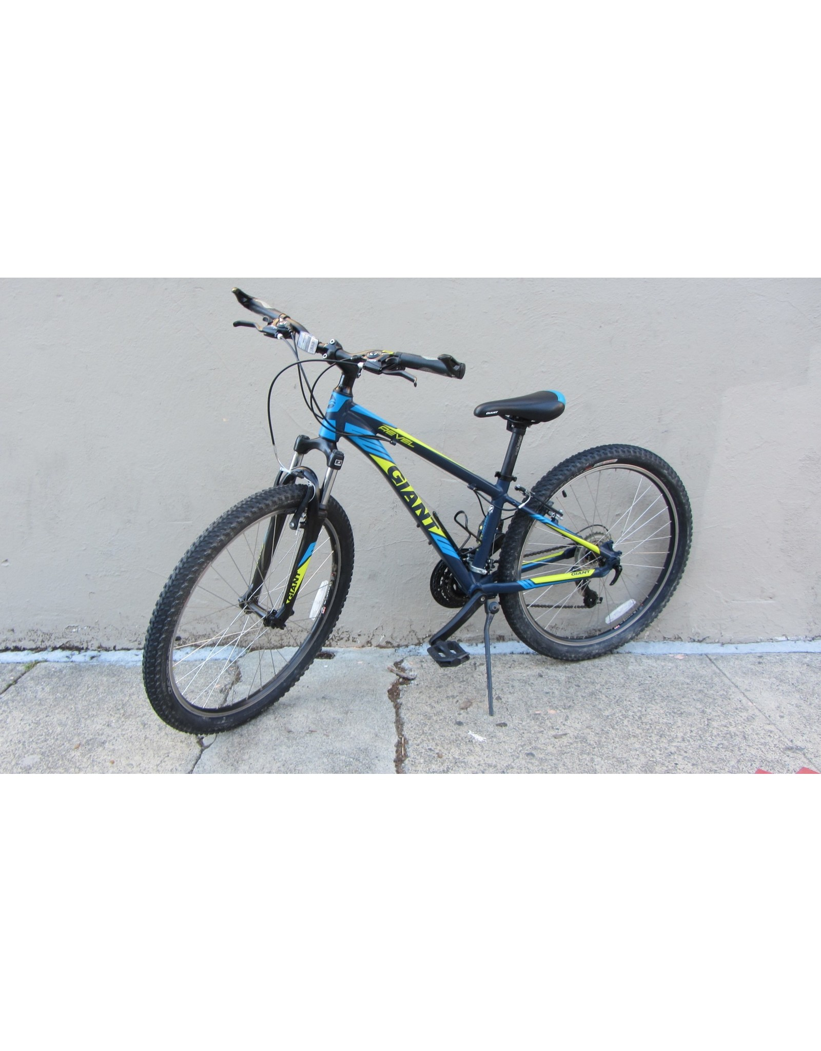 Giant Giant Revel 2 , 2018, Blue Green, 13 Inches