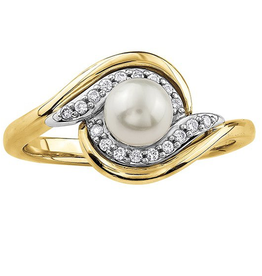 Yellow Gold (0.10ct) Pearl and Diamonds Ring