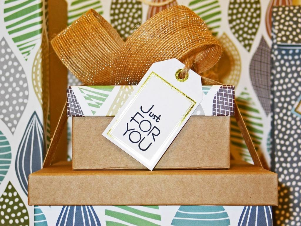 Creative Valentine Gifts for Her – 4 Ideas That Will Make Her Adore You!