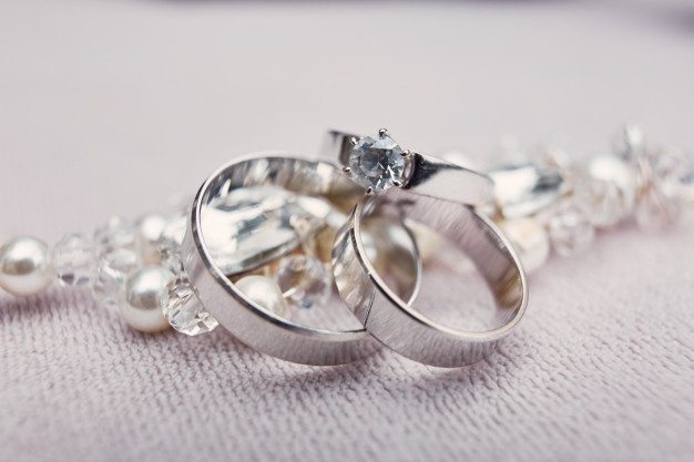 How to Take Care of Your Engagement Ring: 5 Dos and Don'ts