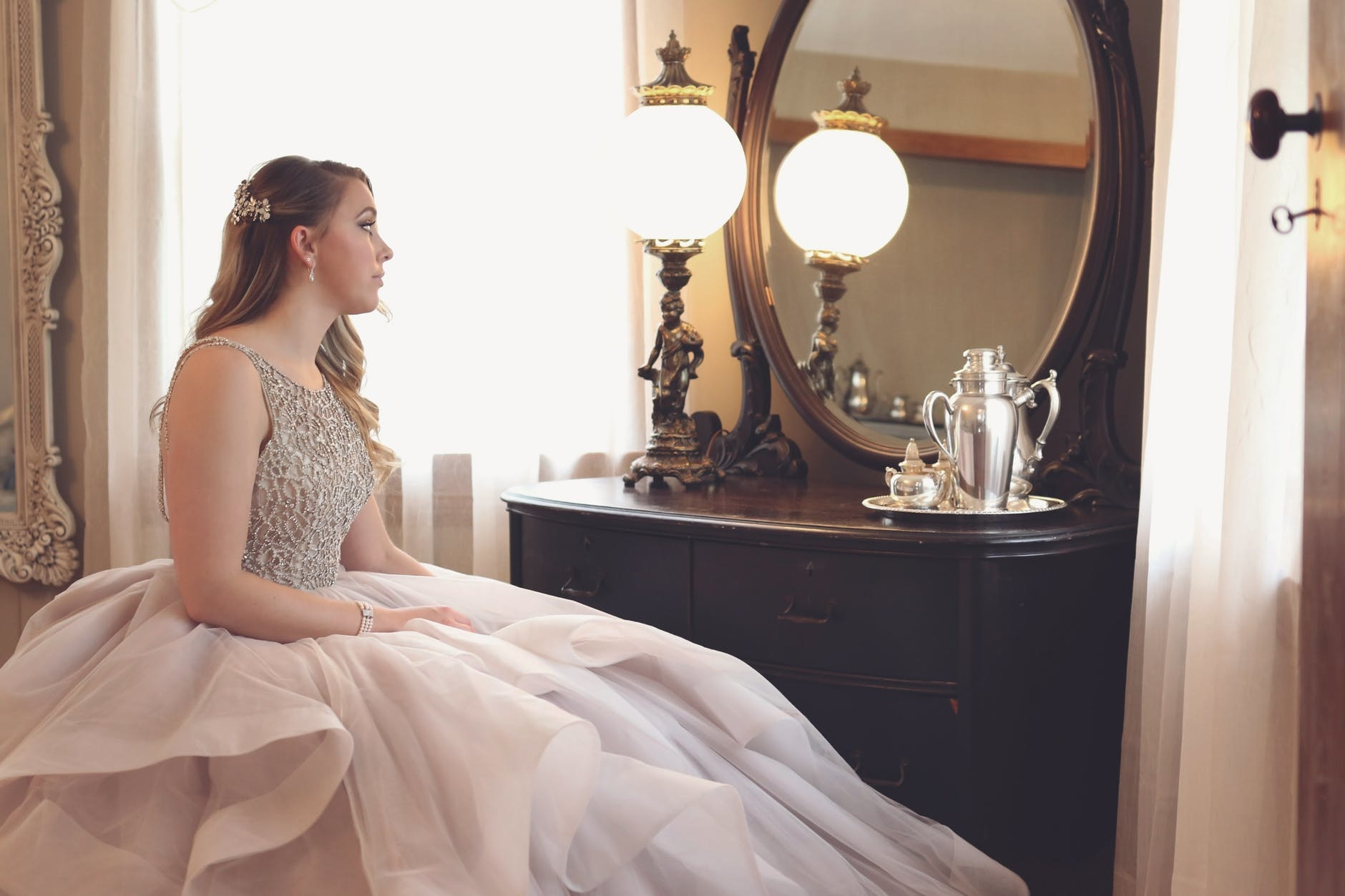 How To Choose the Right Bridal Accessories for Your Wedding Day
