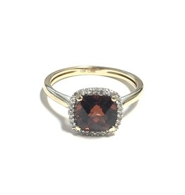 Yellow Gold Garnet and Diamond Ring