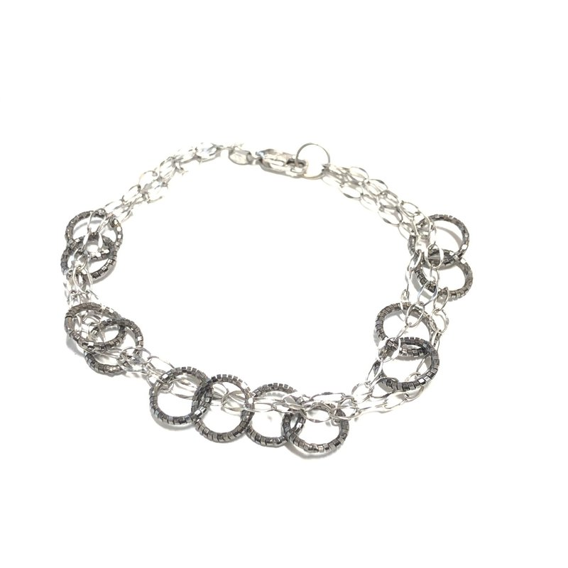 10K White Gold & Black Rhodium Circle Bracelet 7.50""