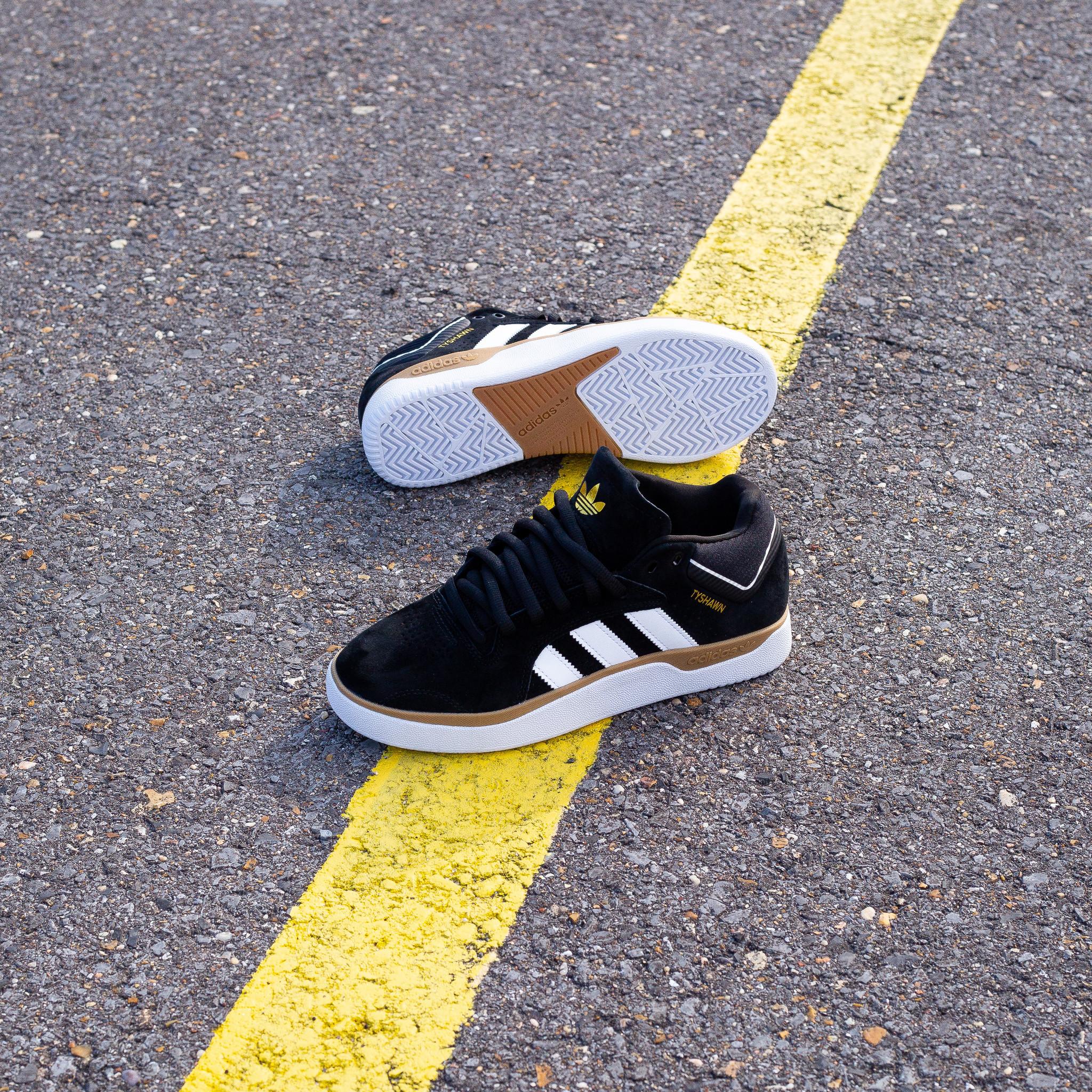 adidas Tyshawn black white gum
