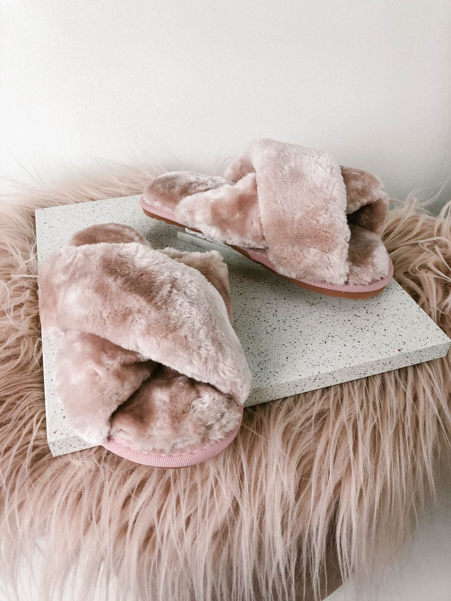 Cross Fuzzy Slippers PNK-1