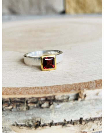 Brushed Silver Garnet Square Ring - Size 6