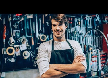 Service shop manager (bicycle)