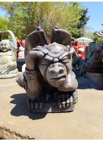 CARVED & CAST STONE SCULPTURE CADRED GARGOYLE