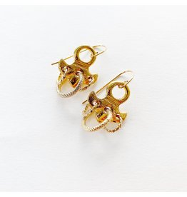 SENNOD Ivy Earrings with Three Ring Detailing
