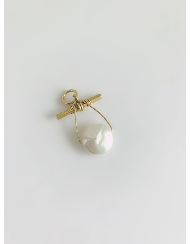 SENNOD Extra Large Coin Pearl Gold Vignette
