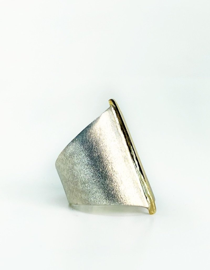 SHAESBY Large Gold Seam Ring