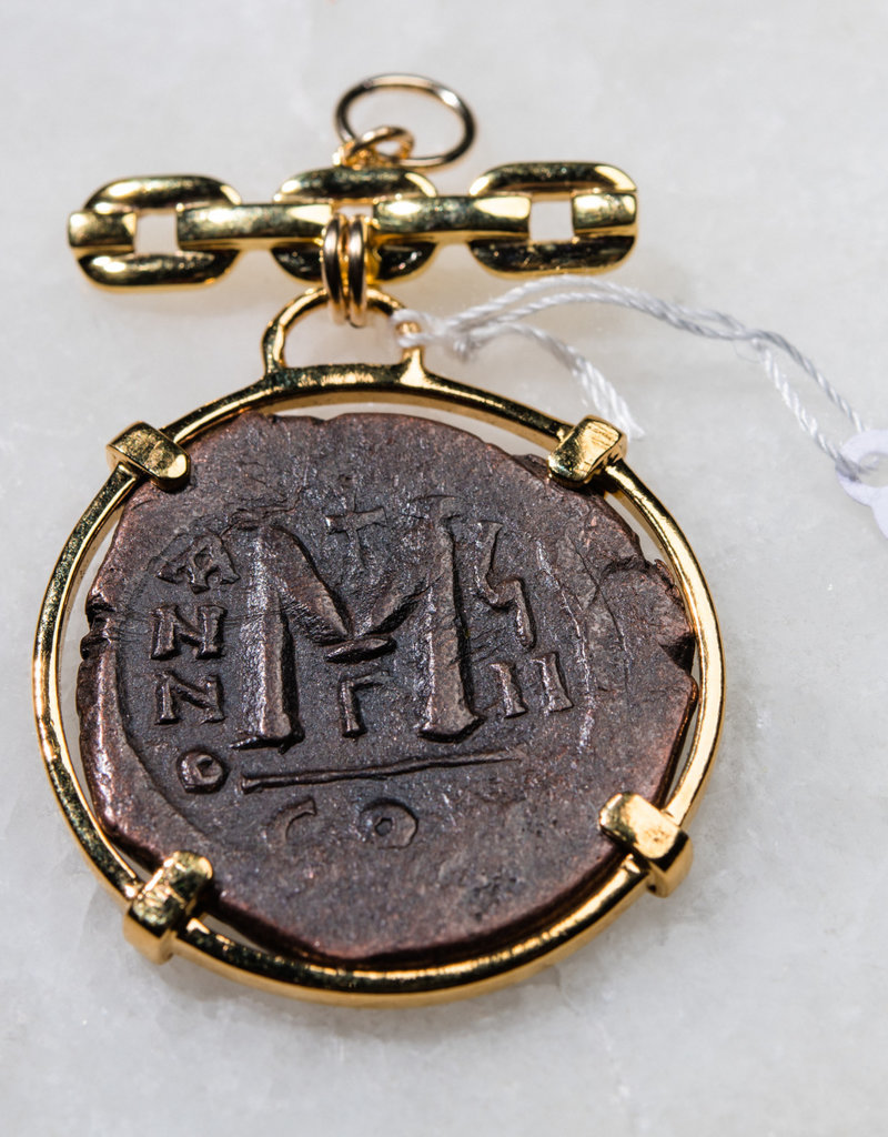 SENNOD Roman M Coin on Classic Remy Bar Vignette