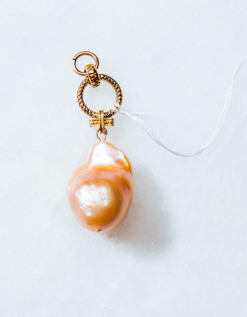 SENNOD Baroque Pink Pearl Vignette