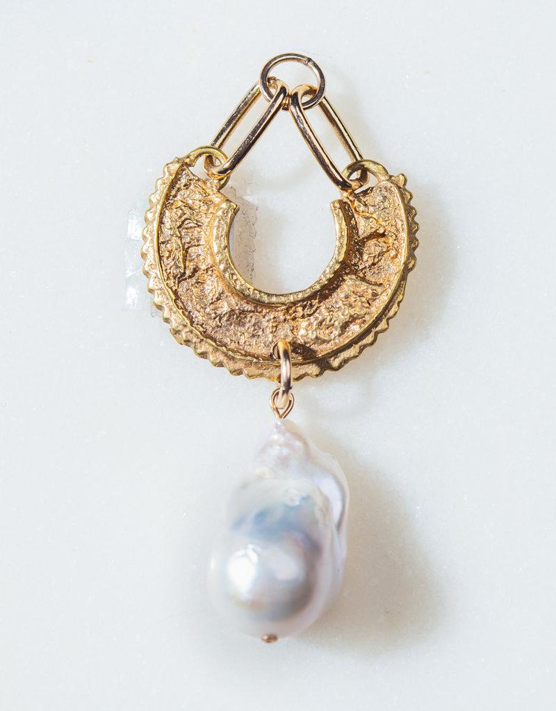 SENNOD Baroque Pearl on Aster Vignette