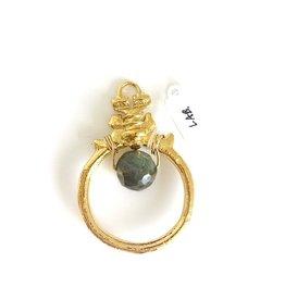 SENNOD Cornelia Ring with Labradorite Vignette