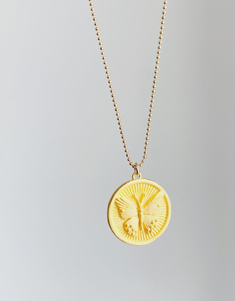 """SENNOD Butterfly Disc Necklace - 16"""""""