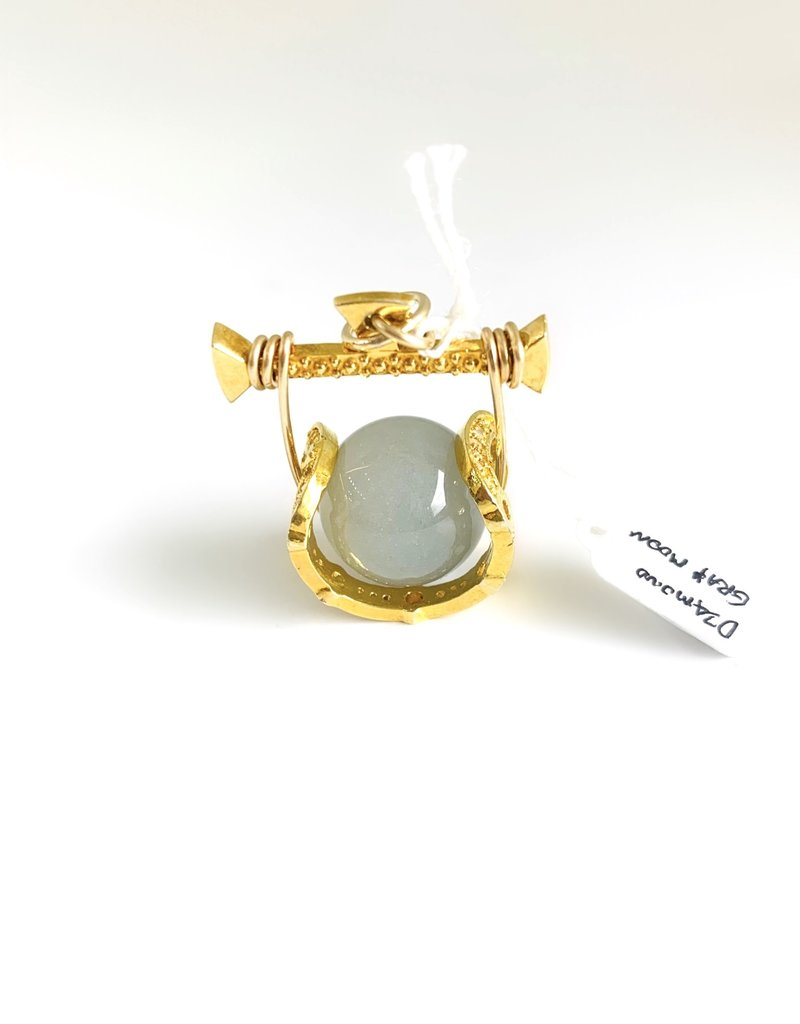 SENNOD Remy Diamond Cradle with Gray Moonstone Vignette