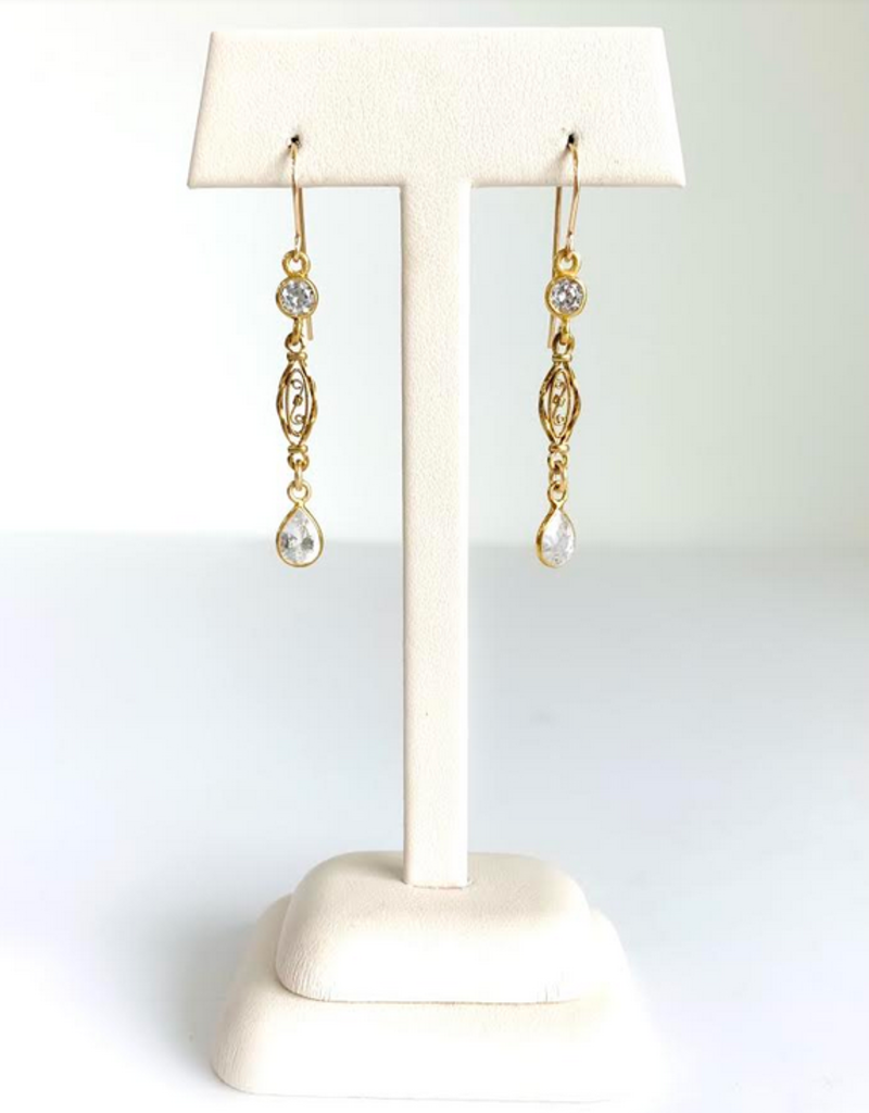 SENNOD Crystal Quartz Teardrop Earrings