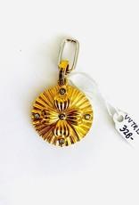 SENNOD Diamond Clover Medallion Vignette