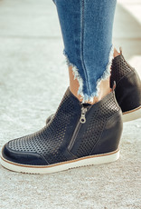 Mi.iM Lamber Wedge Perforated Sneaker