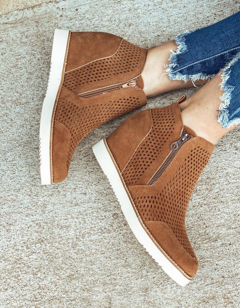 Mi.iM Lamber Wedge Perforated Sneaker