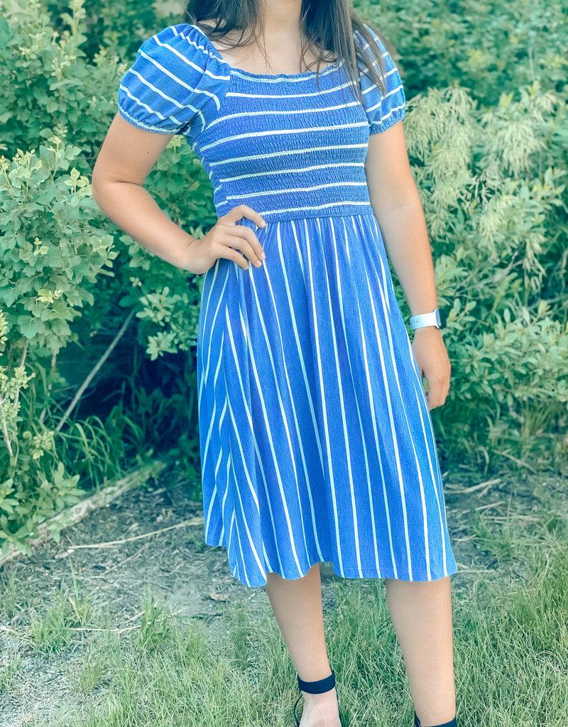 509 Broadway Smocked Puff Sleeve Strip Midi Dress