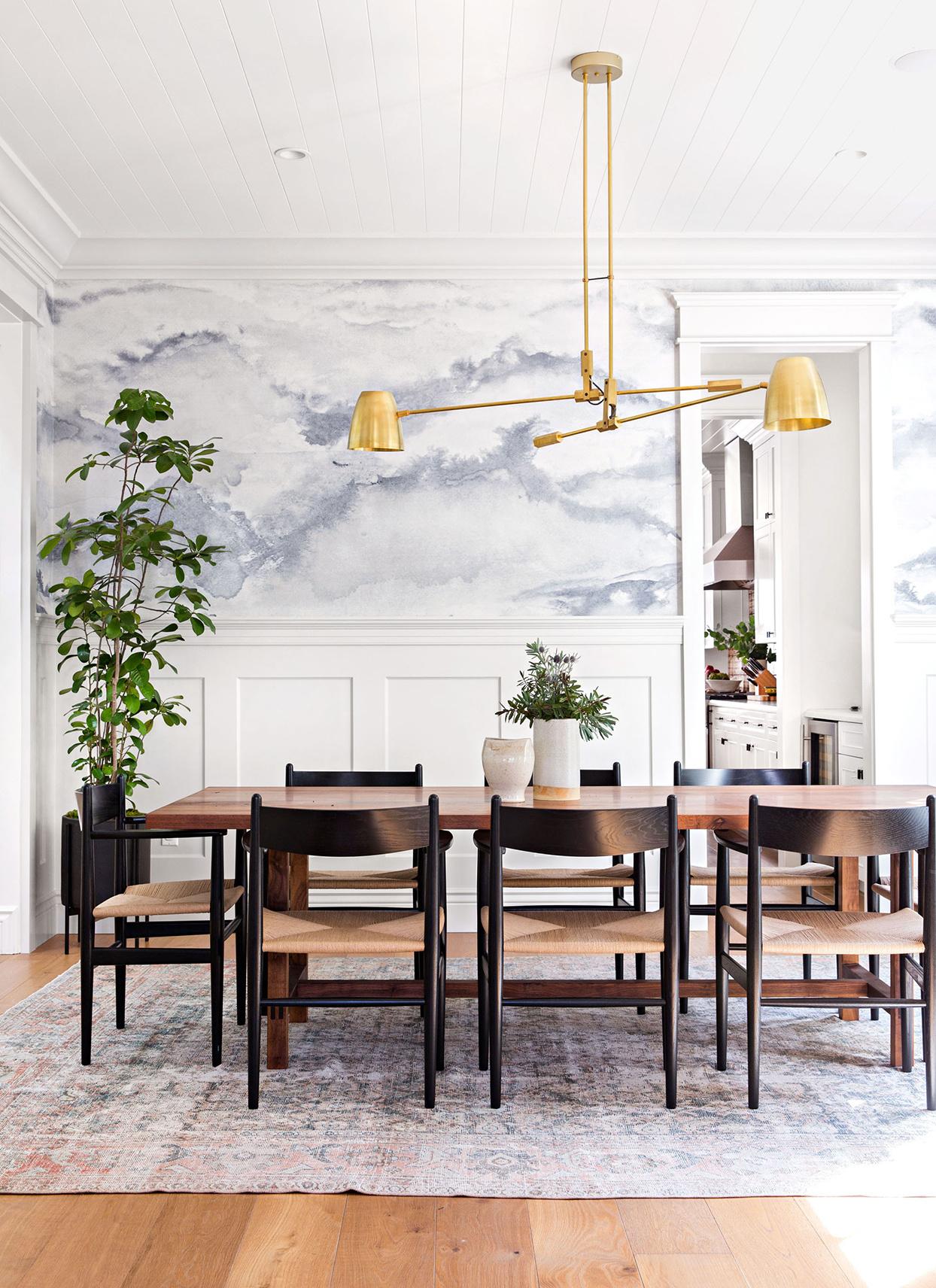 Choosing the right dining room rug