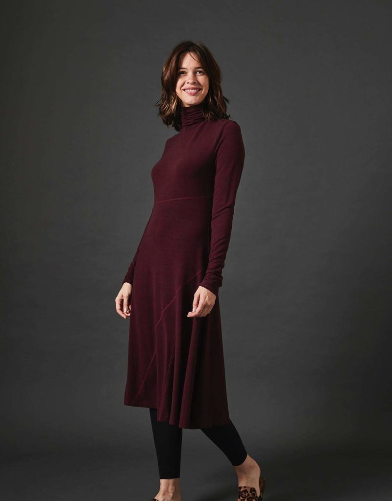 Modest Peoples Seamed Turtle Neck Dress