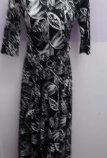KMW Slinky blk/wht belted Maxi Dress