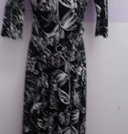 KMW Slinky blk/wht belted Maxi Dress