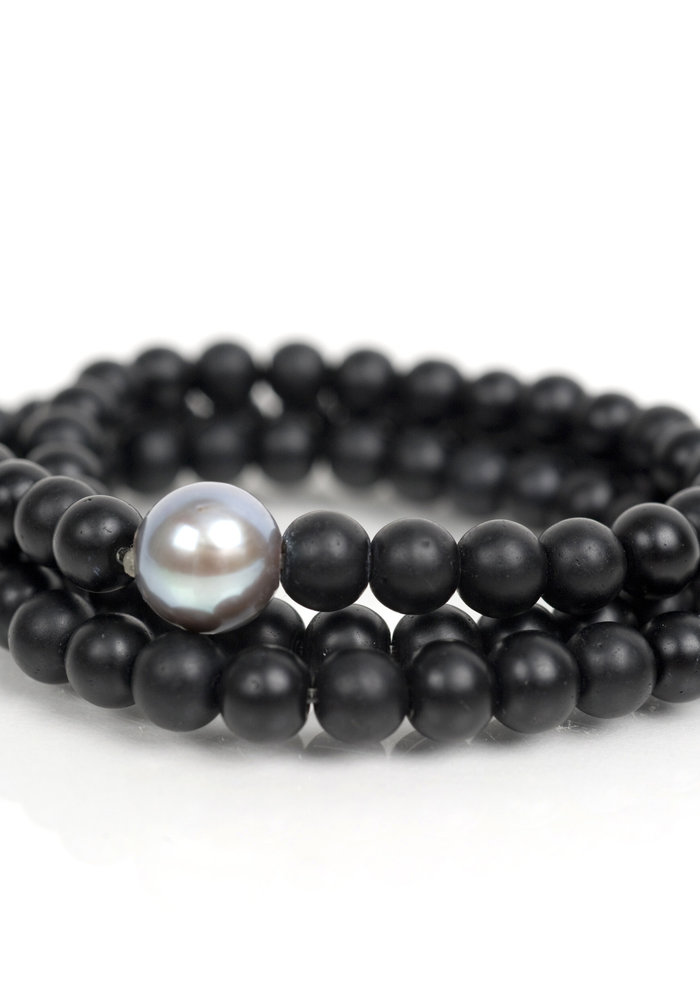 Black Onyx Wrap with Small Gray Pearl